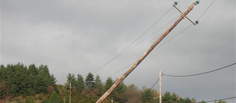 ligne électrique penchée