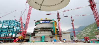 Pose du dôme du réacteur EPR Taishan 1 en octobre 2011