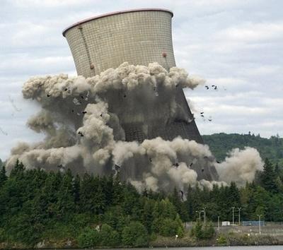 Effondrement d'une colonne de refroidissement de centrale nucléaire