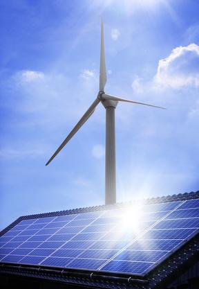 éolienne et panneau photovoltaïque sous le soleil